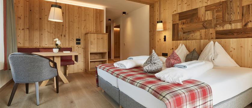 italy_dolomites_colfosco_hotel-mezdi_mezdi_room_type.jpg